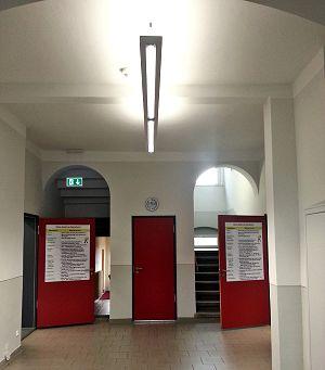 Beleuchtung im Eingangsbereich der Pestalozzischule in Neusalza-Spremberg